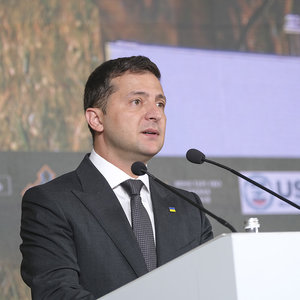 Зеленский заявил, что покупать землю смогут только украинцы
