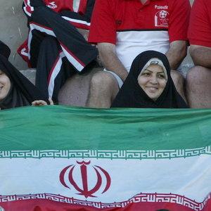 """""""Один раз можно"""". В Иране женщинам разрешили сходить на футбол"""