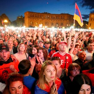 """""""Дальше действовать будем мы"""". Кого привела к власти прошлогодняя революция в Армении"""